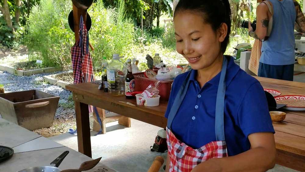 Thai cooking course teacher