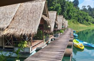 The stay for the night: Floating Bamboo huts - so great!